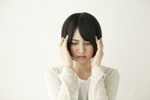 頭痛と言いましても、原因は様々。 中には、重篤な原因によって痛みが出ていることもありますので、あまりひどい場合は、まずお医者さんに診て頂く方が安心です。